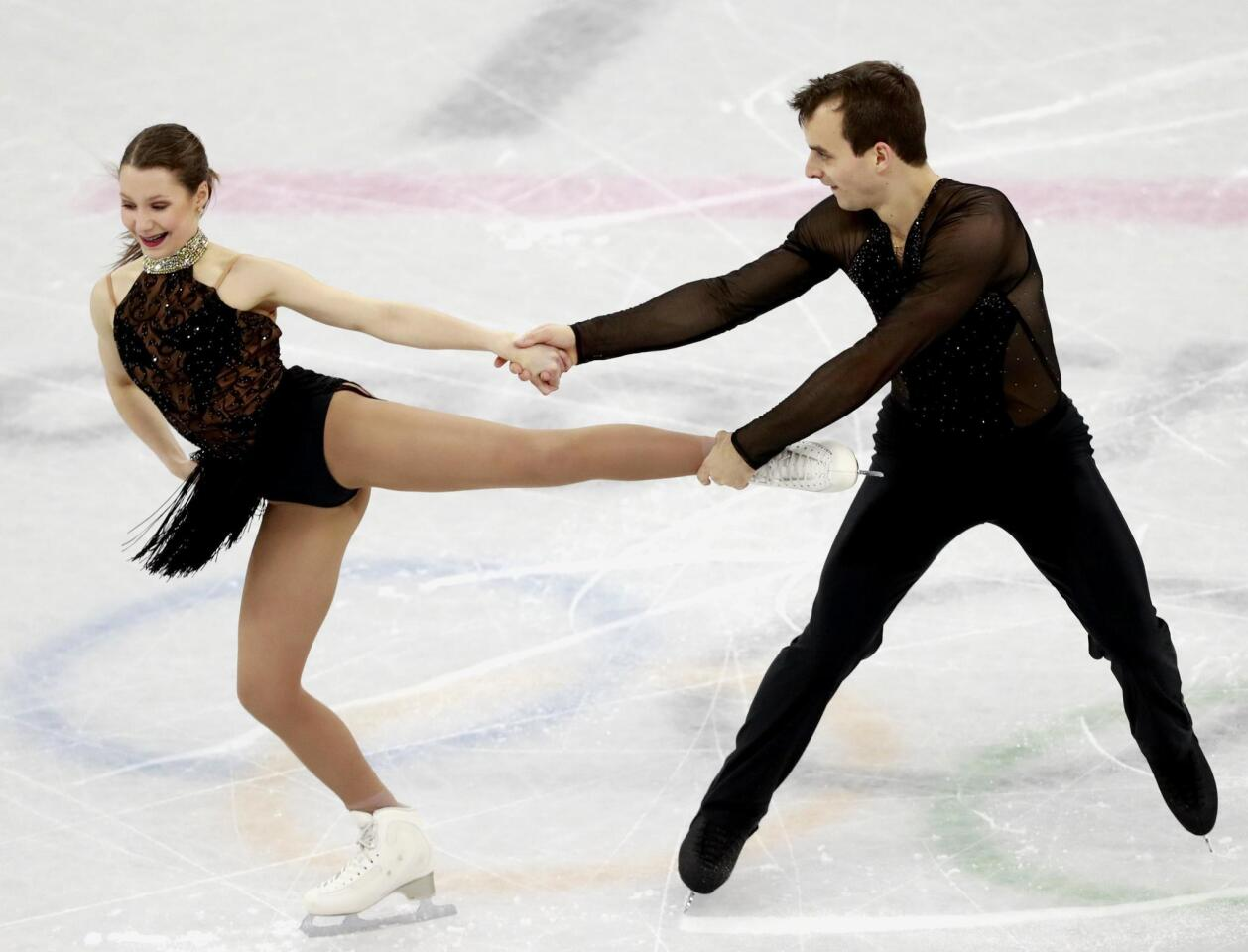 Gangneung (Korea, Republic Of), 14/02/2018.- Annika Hocke and Ruben Blommaert of Germany perform during the Pair Short Program of the Figure Skating competition at the Gangneung Ice Arena during the PyeongChang 2018 Olympic Games, South Korea, 14 February 2018. (Corea del Sur, Alemania) EFE/EPA/HOW HWEE YOUNG ** Usable by HOY and SD Only **