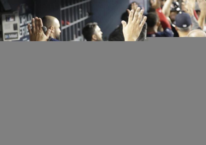 Una vez más el trabajo de los peloteros latinoamericanos encabezados por el abridor venezolano Eduardo Rodríguez y el dominicano Rafael Devers, con los Medias Rojas de Boston, fue decisivo en la victoria que su equipo logró a domicilio en el Cuarto Partido de la 114 edición del Clásico de Otoño, que ahora dominan por 3-1 al mejor de siete. EFE