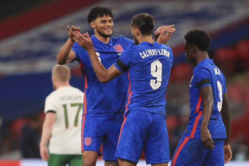 Como capitán, Maguire aporta gol; Inglaterra vence a Irlanda - Los Angeles  Times