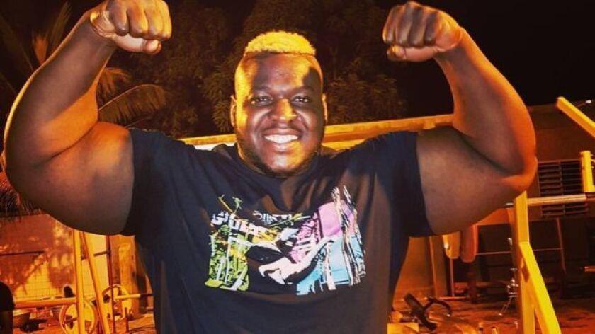 Pasó de ser Cheik Sanou, el niño a quien molestaban por ser gordo a Iron Biby, uno de los hombres más fuertes del mundo.