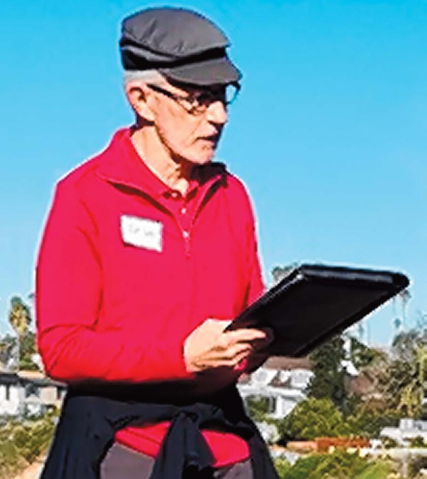 Architect Thom Emrich leads La Jolla Newcomers Club members on a hike through Bird Rock.