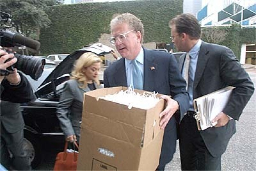 Lawyer William Lerach carries shredded Enron documents into federal court in Houston in 2002