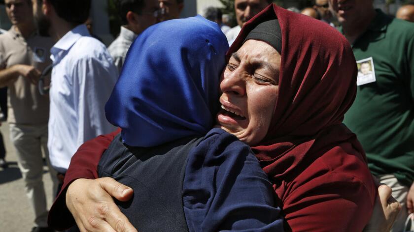 El pueblo en Turquía aparece desesperada y en pleno dolor por las víctimas surgidas a raíz del intento del golpe de Estado.