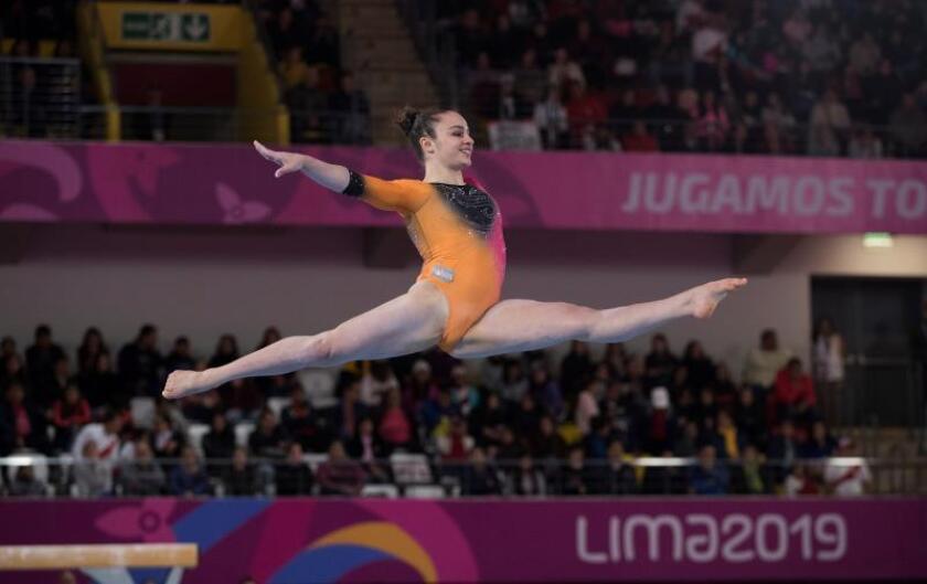Martina Dominici de Argentina compite de gimnasia el pasado lunes en los Juegos Panamericanos Lima 2019 en Lima (Perú). EFE/Orlando Barría