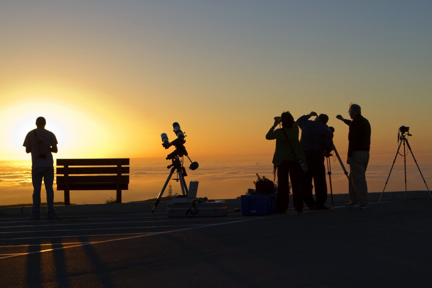 People out to view the Pan-STARRS comet