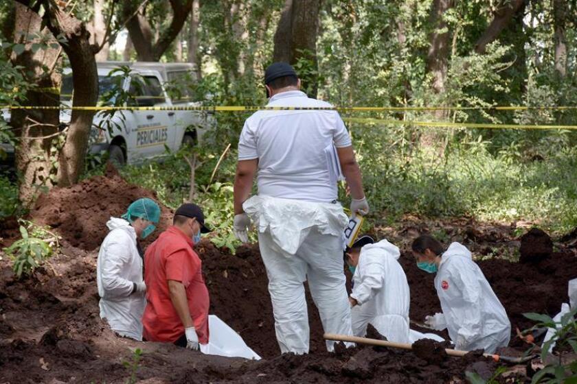 Familiares de personas desparecidas continúan en búsqueda de restos en el municipio de Navolato, en el estado de Sinaloa (Mèxico). EFE