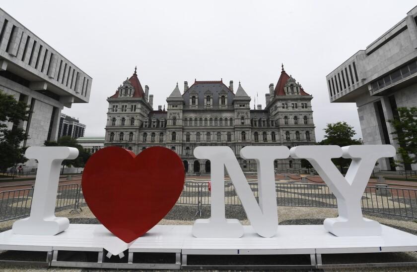 """, un nuevo cartel promocional con la frase """"I Love NY"""", en la Plaza Empire State,"""