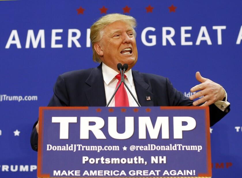 El precandidato presidencial republicano Donald Trump durante un acto de campaña en el Great Bay Community College en Portsmouth, New Hampshire. Adele puede estar en contra de que Trump toque su música en sus actos de campaña, pero si el precandidato pagó por los derechos puede usarla. (Foto AP/Robert F. Bukaty)