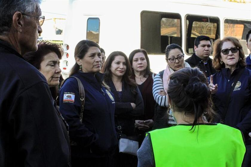 Members of the California state legislature visit a shelter in the Mexican border city of Tijuana that is putting up nearly 200 Central Americans who hope to obtain asylum in the United States. EFE-EPA/Joebeth Terriquez