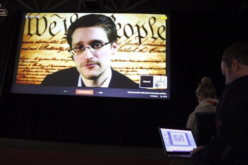 El antiguo experto en inteligencia estadounidense Edward Snowden interviene vía teleconferencia desde Moscú en el megafestival tecnológico, de música y cine de South by Southwest (SXSW). EFE/Damiá Bonmatí/Archivo