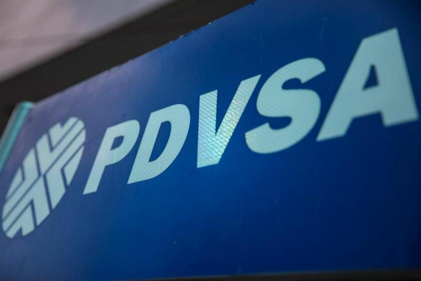 Detalle de un logotipo en una estacion de servicio de gasolina de Petróleos de Venezuela (PDVSA). EFE/Archivo