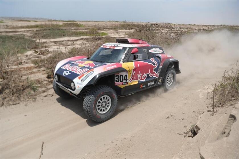 El francés Stephane Peterhansel conduce su vehículo Mini hoy durante la tercera etapa del Rally Dakar 2019 entre San Juan de Marcona y Arequipa (Perú). EFE