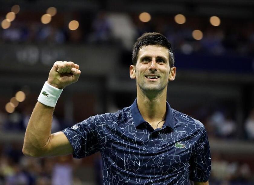 Novak Djokovic de Serbia celebra un punto ante John Millman de Australia durante los cuartos de final del Abierto de Tenis de Estados Unidos. EFE