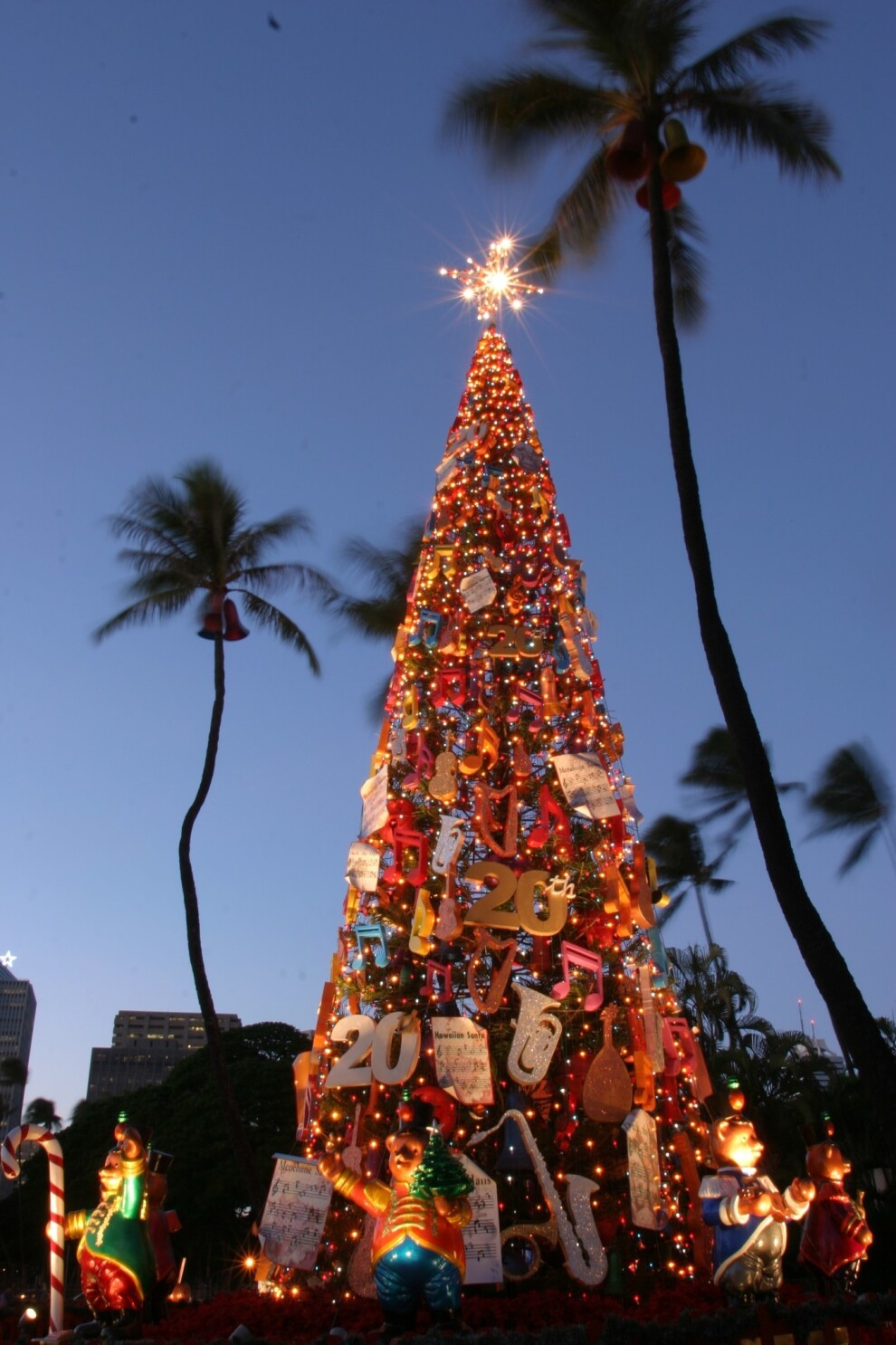 Christmas Lights 2021 In Oahu Hawaii On Oahu Parades A Gift Fair Gingerbread And A Special Tree Los Angeles Times