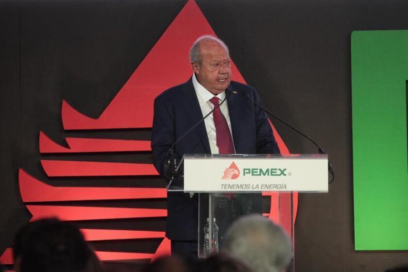 Carlos Romero Deschamps, senador del PRI (Partido de la Revolución Democrática) habla el jueves 03 de noviembre se 2016, durante la presentación del plan de negocios de Petróleos Mexicanos (Pemex) 2016-2021 en Ciudad de México. EFE/Archivo