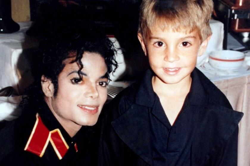 La música de Michael Jackson es sacada de rotación en tres emisoras de Canada.