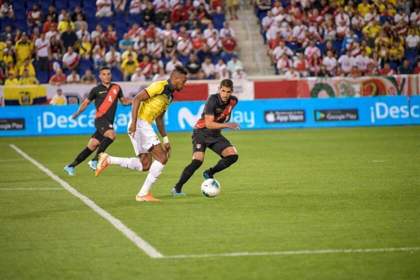 0-1. Ecuador siembra la esperanza con un equipo renovado ante Perú