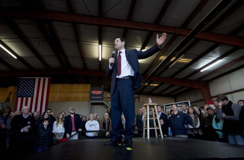 El aspirante a la nominación presidencial del Partido Republicano, en senador por Florida Marco Rubio, interviene en un acto de la campaña de las primarias en Greenville South Carolina, el 12 de febrero de 2016. (Foto AP/John Bazemore)