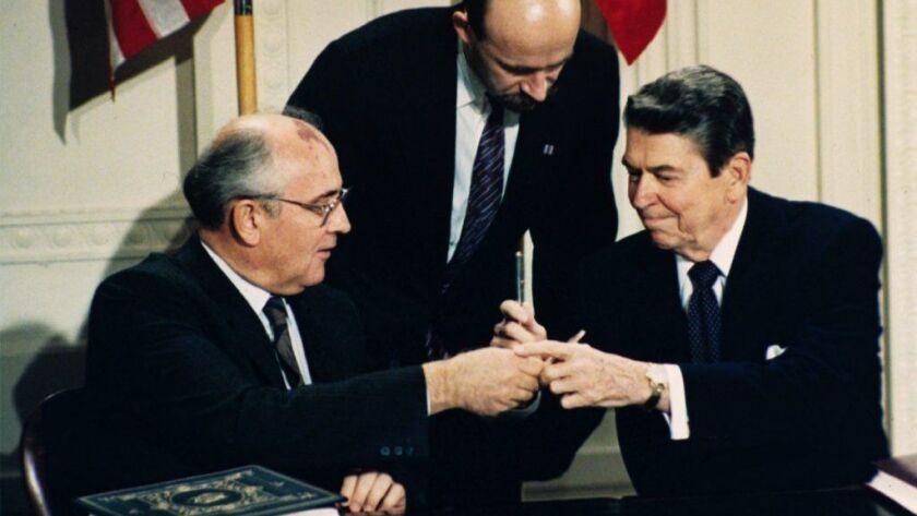 Ronald Reagan,Mikhail Gorbachev