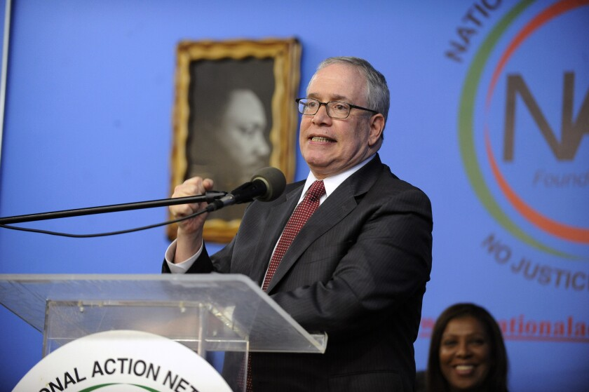 Controller Scott Stringer urged the city to hire diversity officers to boost contracts for women- and minority-owned businesses.
