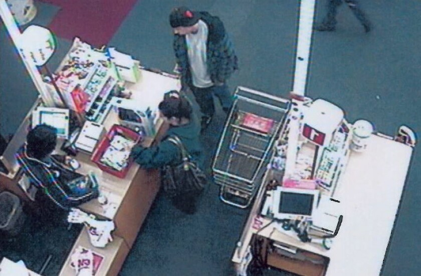 Burbank police seeking alleged ID thieves