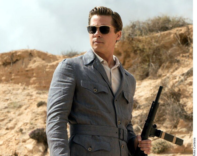Brad Pitt se quedó con las ganas de ver un capítulo de Game of Thrones con la mismísima Madre de Dragones, Emilia Clarke, al perder una subasta benéfica en la que realizó una oferta de 120 mil dólares, reportó Variety.