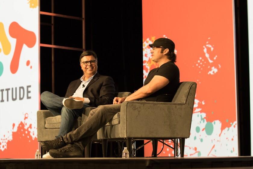 Gary Acosta, cofundador de L'ATTITUDE, junto al cineasta Robert Rodriguez en la edición 2018