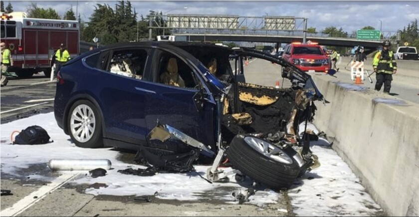 APphoto_Tesla Crash Investigation