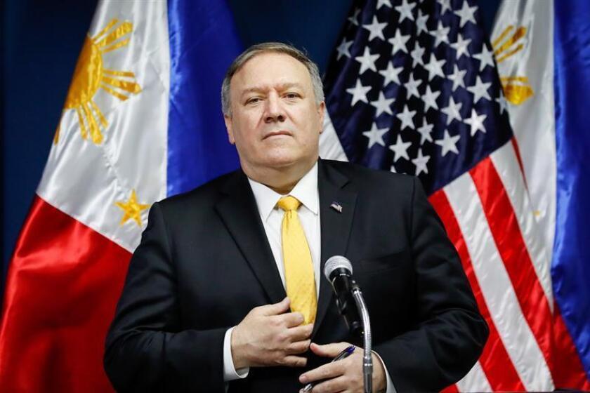 El secretario de Estado estadounidense Mike Pompeo ofrece una rueda de prensa en el Departamento de Asuntos Exteriores, en Manila (Filipinas), durante una visita oficial. EFE/Archivo