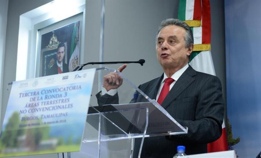 Fotografía cedida por la Secretaria de Energía (SENER) que muestra al secretario de Energía de México, Pedro Joaquín Coldwell, mientras ofrece una rueda de prensa hoy, jueves 1 de marzo de 2018, en Ciudad de México (México). EFE/SENER/SOLO USO EDITORIAL