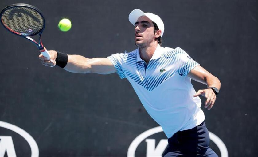 El uruguayo Pablo Cuevas sorprendió al serbio Dusan Lajovic en su estreno en Melbourne al vencer por 6-4, 7-5 y 6-1. EFE