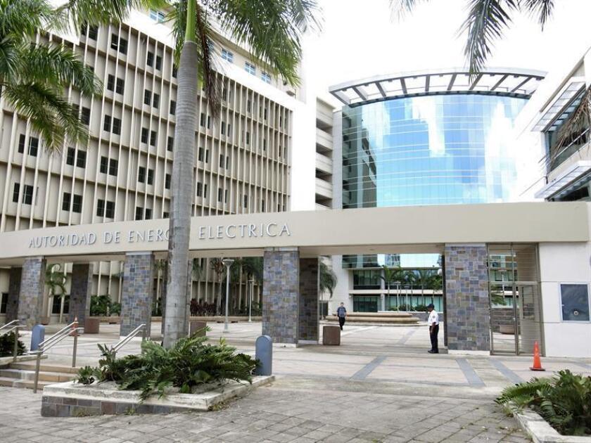 Fotografía que muestra la fachada de la Autoridad de Energía Eléctrica (AEE) en San Juan, Puerto Rico. EFE/Archivo