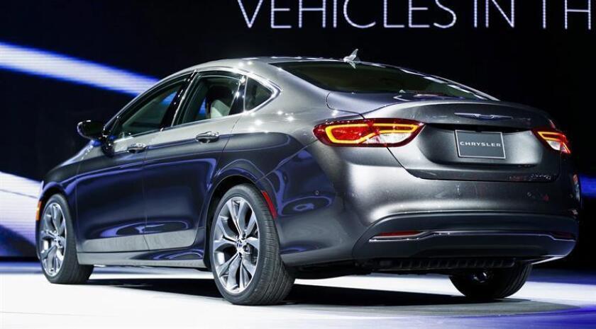 Los automóviles afectados son Dodge Journey, Chrysler 200 (en la foto), Dodge Avenger, Dodge Caliber, Jeep Compass y Jeep Patriot. EFE/Archivo
