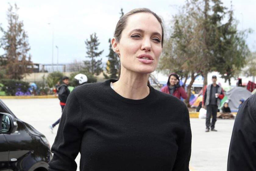 """La estrella de Hollywood Angelina Jolie criticó hoy las políticas migratorias del presidente de EEUU, Donald Trump, al subrayar que esas decisiones deberían tomarse """"en base a hechos y no en respuesta al miedo"""". EFE/ARCHIVO"""