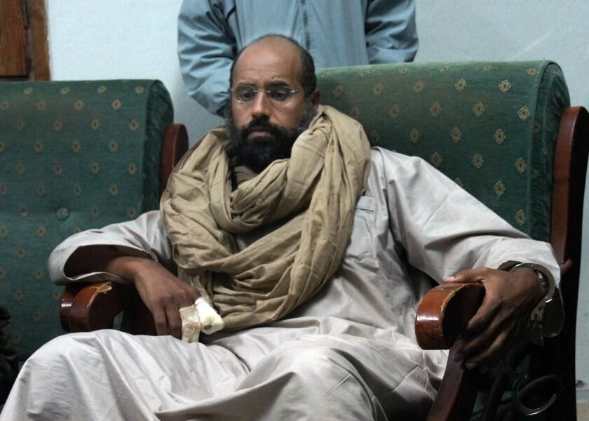 En esta imagen de archivo, tomada el 19 de noviembre de 2011, Seif al-Islam tras su captura a manos de combatientes revolucionarios en Zintan.