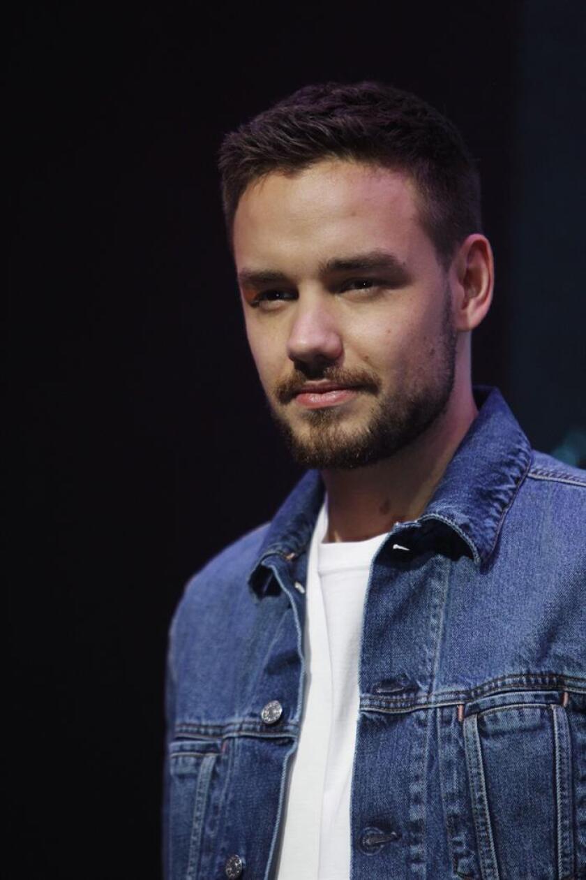"""El cantante británico Liam Payne posa hoy, lunes 4 de junio de 2018, para la promoción de su nuevo sencillo """"Familiar"""", en Ciudad de México (México). EFE"""