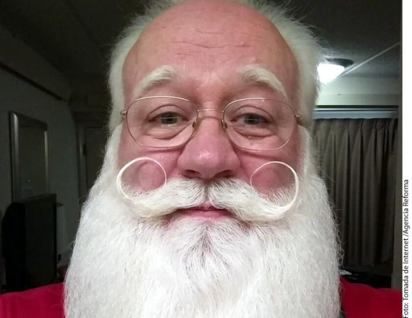 La historia de Schmitt-Matzen, quien durante los ˙últimos nueve años ha traído alegría a los niños con su representación de Santa Claus, se ha vuelto viral en redes.