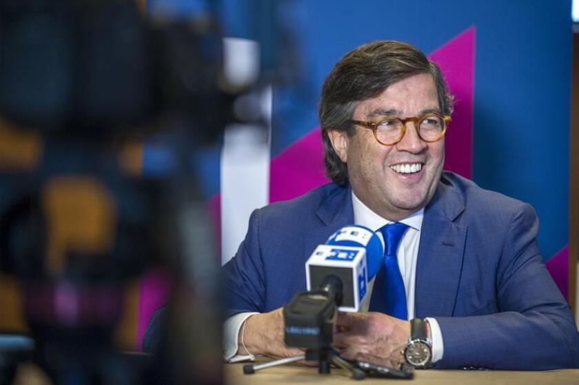 El presidente del Banco Interamericano de Desarrollo (BID), Luis Alberto Moreno, habla durante una entrevista. EFE/Archivo