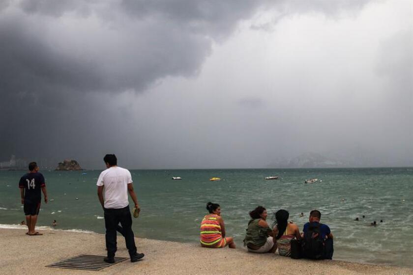 La tormenta tropical Bud se aproxima lentamente al estado mexicano de Baja California Sur mientras provoca lluvias en amplias porciones del país, y se espera que toque tierra hacia las 19.00 hora local (24.00 GMT). EFE