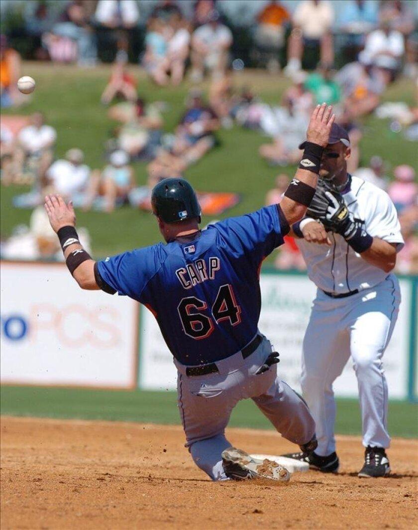 En la imagen, el bateador emergente Mike Carp. EFE/Archivo