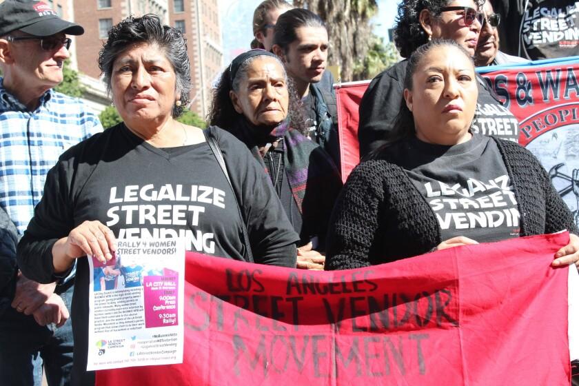 Vendedoras ambulantes arrestadas en Los Ángeles: 'Los negocios no son gobierno'