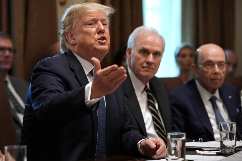 Präsident Trump hält eine Kabinettssitzung im Weißen Haus