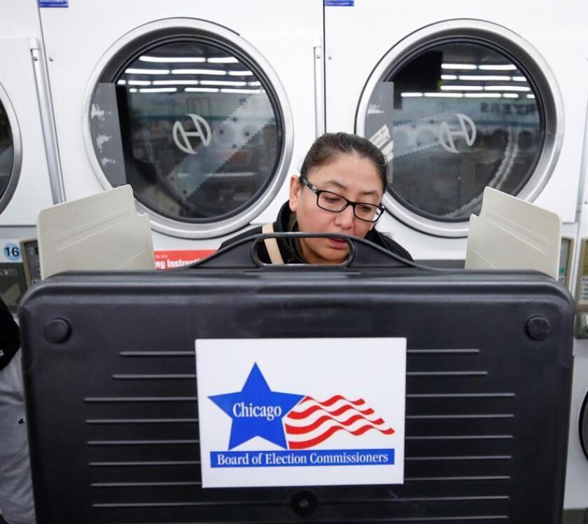 Los votantes en Chicago elegirán este martes a su próximo alcalde entre una terna de catorce candidatos, de los cuales cuatro de ellos parten con ventaja en las encuestas, incluida la hispana Susana Mendoza. EFE/Archivo