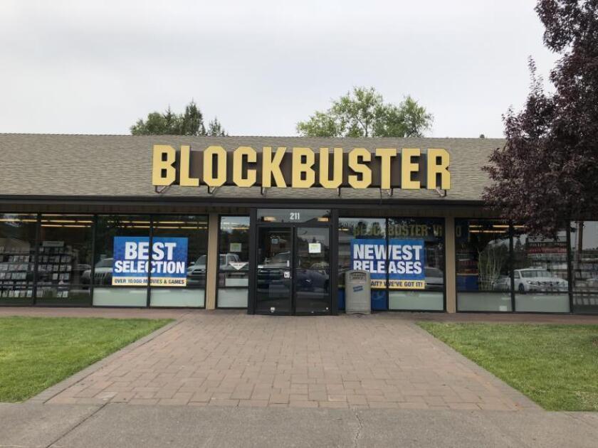 Fotografía donde se aprecia la fachada del último Blockbuster de Estados Unidos ubicado en Bend, Oregón. EFE/Archivo