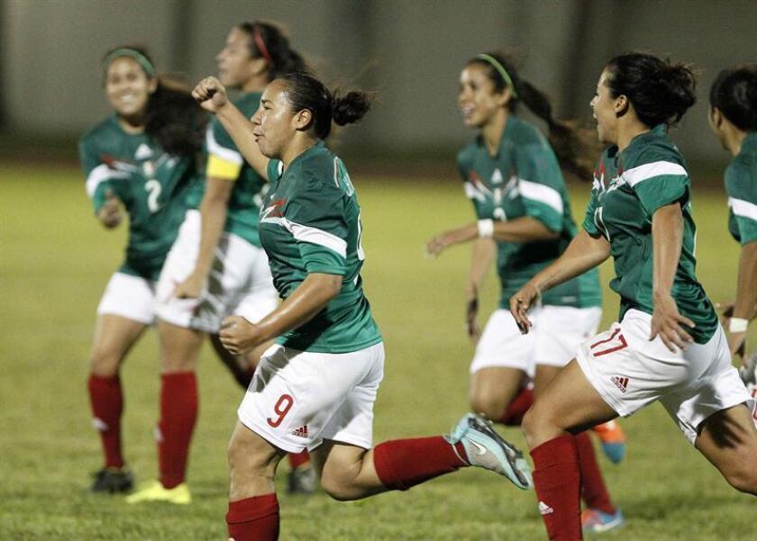 La primera liga femenina del fútbol de México arrancará en abril de 2017 con un torneo de Copa como preámbulo a la Liga que se pondrá en marcha en septiembre del mismo año, anunció hoy el presidente de la Liga Enrique Bonilla. EFE/ARCHIVO