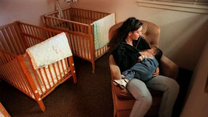 Los municipios de todos los tamaños experimentaron disminuciones constantes en las tasas de natalidad entre 2007 y 2015, según datos federales.
