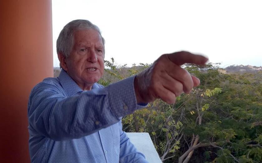 Fotografía fechada el 16 de marzo de 2019, que muestra al español Modesto Seara Vázquez, durante una entrevista con Efe, en el municipio de Huatulco en el estado de Oaxaca (México). Con la educación está en juego la transformación de Oaxaca y, por ello, de México, asegura el español Modesto Seara Vázquez, quien a sus 88 años dirige como rector desde hace 30 años del sistema universitario oaxaqueño, único en su tipo en México. EFE