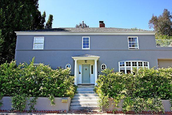 Actors Melissa McCarthy and Ben Falcone have sold their Los Feliz Oaks home for $2,495,000.