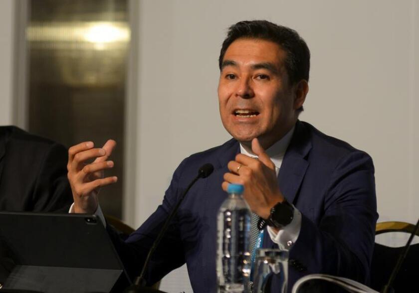El economista jefe del Banco Interamericano de Desarrollo (BID), Eric Parrado, comparece en rueda de prensa este miércoles, en Guayaquil (Ecuador). Parrado aseguró que la proyección de crecimiento económico de América Latina y el Caribe para 2019, situada en marzo pasado en 1,4 %, se redujo a 1,1 %. EFE/ Marcos Pin