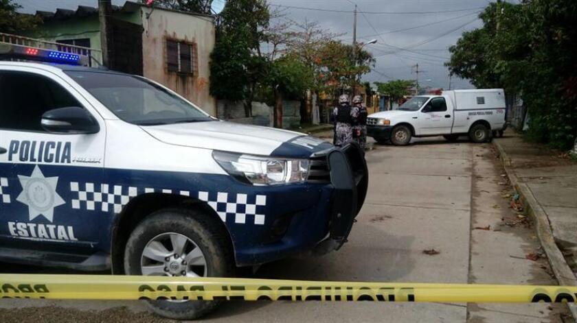 Un jefe de policía y cinco subordinados fueron detenidos como presuntos responsables de la desaparición y muerte de un joven el pasado 21 de febrero, informó hoy el Gobierno del oriental estado mexicano de Veracruz. EFE/Archivo